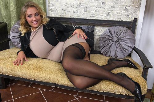 love-moms.com/mature.nl [Krystal (30) - Big breasted mom fingering herself] SD, 540p