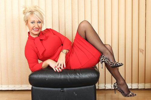 Mature.nl/Mature.eu [Miss Makepeace (EU) (43) - British MILF fingering herself] SD, 406p