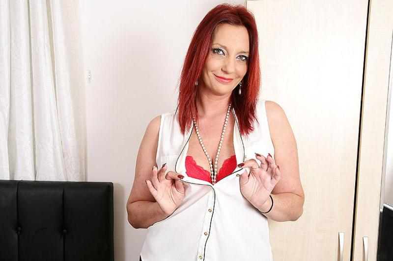 mature.eu/mature.nl: Francesca (EU) (37) - British housewife fingering herself [SD] (502 MB)