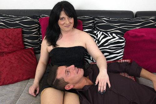 Milana (38) - Horny housewife fucking and sucking (18.05.2016/mature.nl/SD/540p)