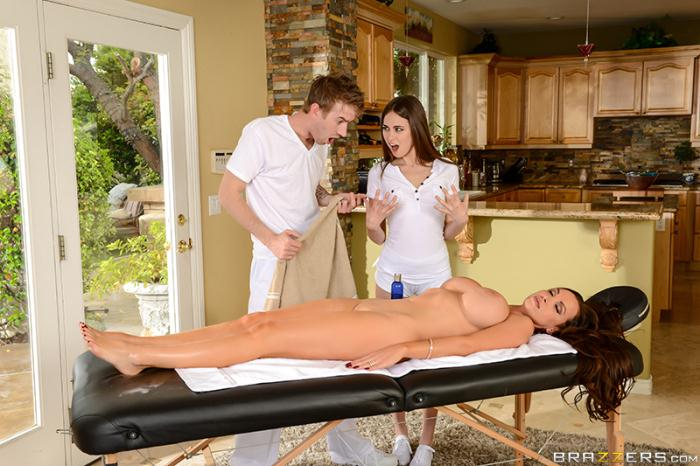 Brazzers: Nikki Benz,�Riley Reid - 2 For 1 Fun  [HD 720p]  (Threesome)
