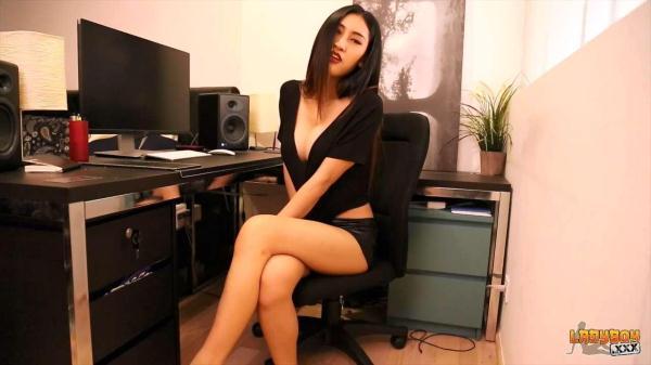 Stunning Yuki Strokes Her Cock - ladyboy.xxx (HD, 720p) [ladyboy, solo, shemale]