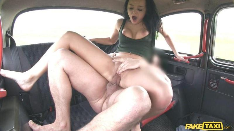 Erica aka Daphne Klyde (Sex in Taxi / 19-05-2016) [HD]