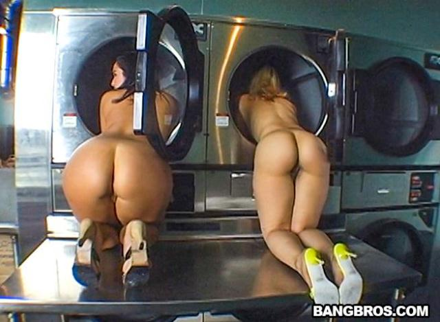 Ass in The Laundry Mat [SD, 480p]