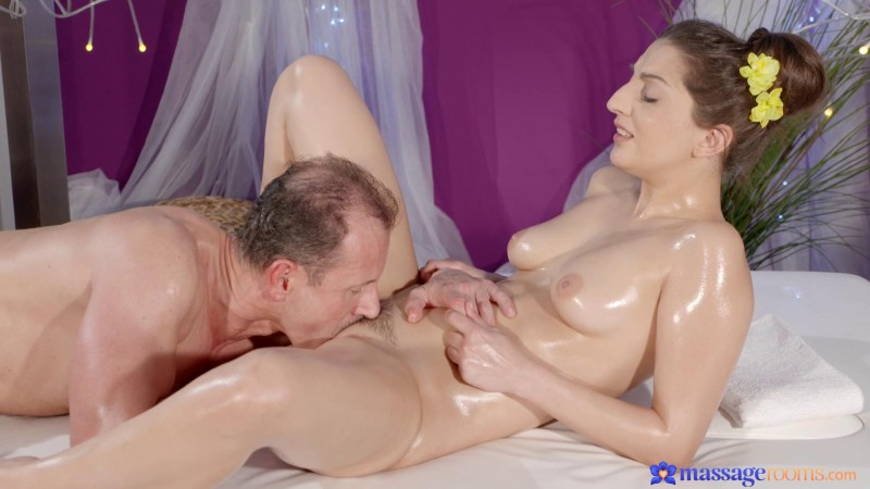 Sensual orgasms for Spanish hottie - Jimena Lago [MassageRooms/SexyHub/480p]