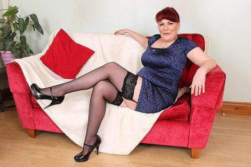 Mature.nl/Mature.eu [Christina X. (48) - British housewife fooling around] SD, 406p