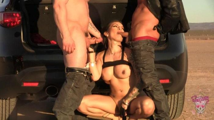 Foxxy - Desert Threesome Fuck (Shemale) [HD, 720p]