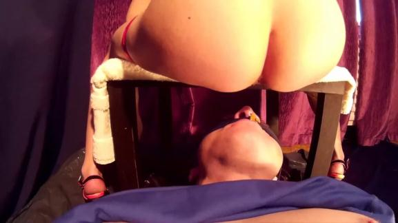 Scat - Kate places shit in her slave's mouth and tortures his body with heels - Femdom [FullHD, 1080p]