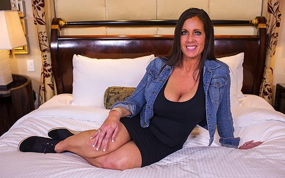 Kendra - Eager MILF Can't Wait To Get Anal on Casting (Е386 / 22.06.2016) [MomPov / SD]