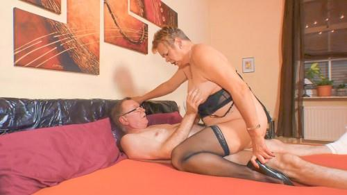 XXXOmas.com - Susanne - Mature slut plays the German horn (Granny) [SD, 480p]