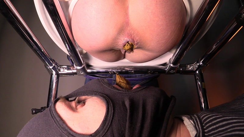 Mistress Jenny takes a dump in her slave's mouth - Femdom (SCAT / 16 June 2016) [FullHD]
