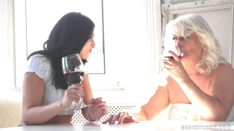 OldYoungLesbianLove/21seXtreme - Judi And Coco De Mal - Lesbian Love [2016 FullHD]