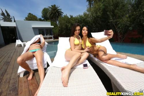 W3L1v3T0g3th3r.com: Jenna Sativa, Megan Rain - Teen in Bikini [SD] (274 MB)