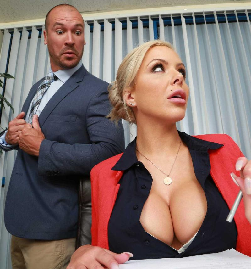 Nina Elle - Eating In The Meeting  (2016/Brazzers/HD/720p)