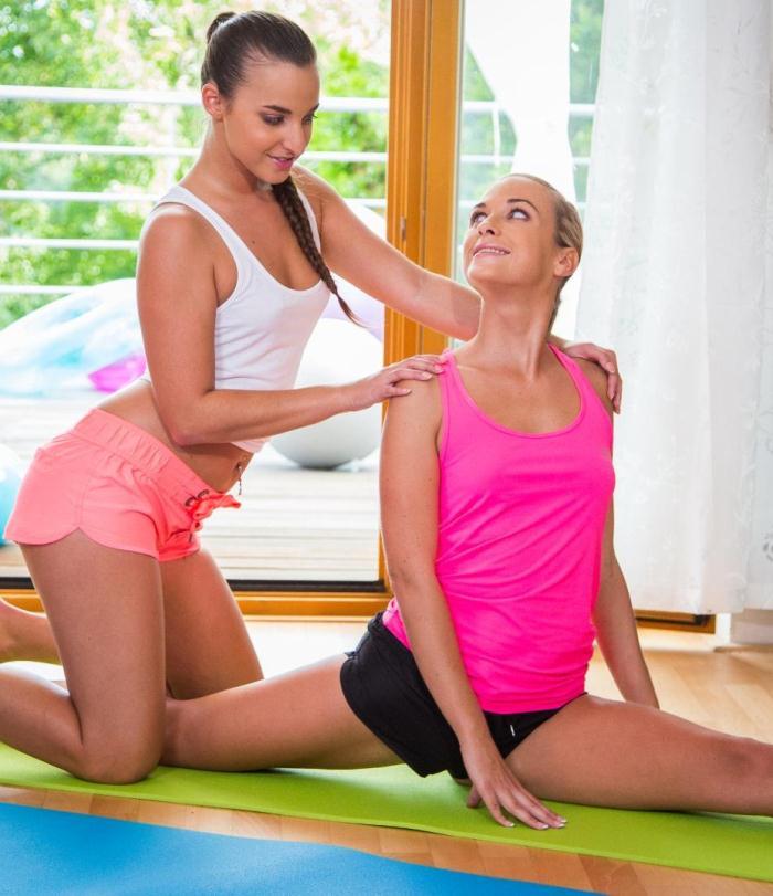 Relax Porn - Vinna Reed, Amirah Adara - Lesbian Amirah Adara eats pussy on a workout floor mat  [SD 480p]