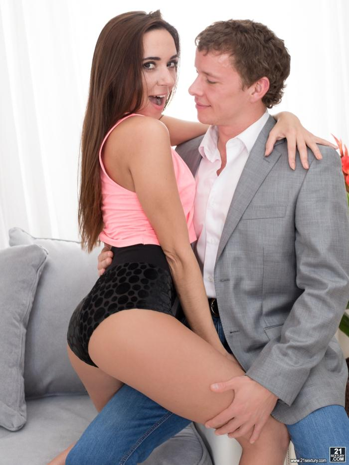 21Sextury: Carry Cherry, Joe Tee - Carry It In And Out  [FullHD 1080p]  (Anal)