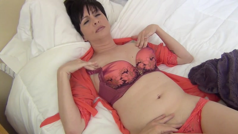 Sick Mommy (Incest with Mischi3f / 2016) [Clips4Sale / HD]