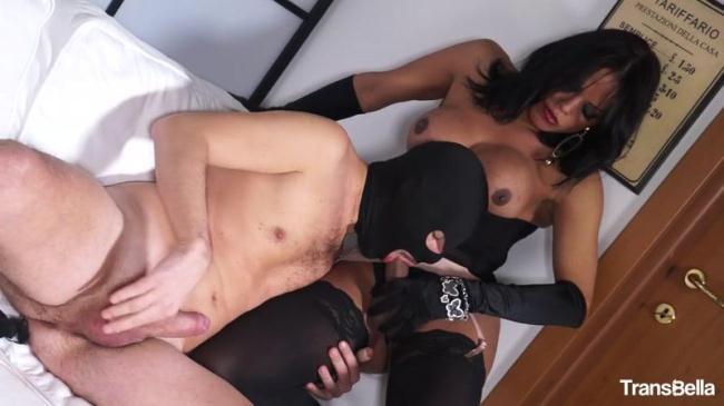 Bia Mastroianni - Glamour tranny Bia Mastroianni riding hard cock (Tr4nsB3ll4) HD 720p