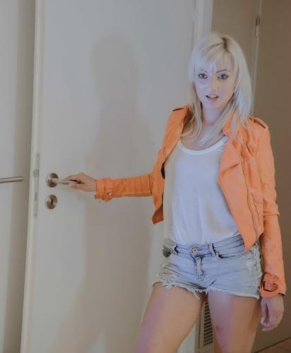Leaving his mark - Katy Rose, Lea Lexis (SiteRip/StepMomLessons/HD720p)