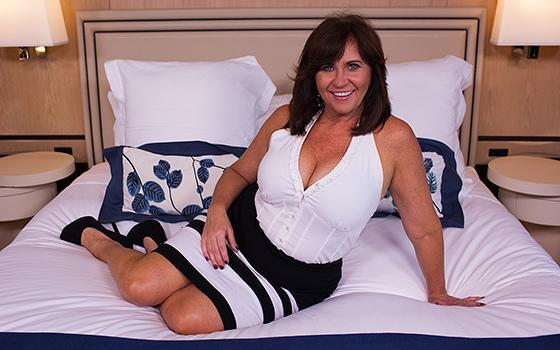 Renee - Married Deprived Cougar With Curves (Е385 / Casting with Anal / 15.06.16) [MomPov / SD]