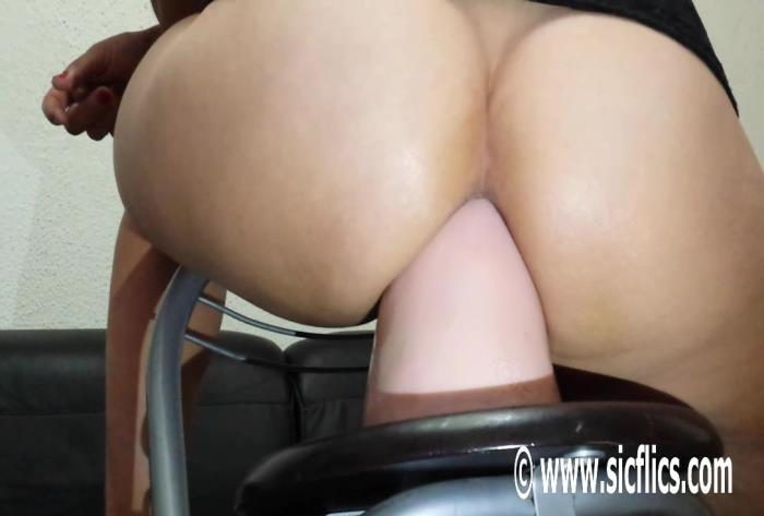 Sicflics.com - Amateur - Sarahs drunken dildo fuck [HD 736p]