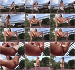 Felicia Kiss - Piddler on the Roof [FullHD, 1080p] [1nTh3Cr4ck.com] - Pissing