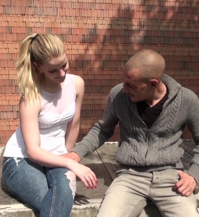 JacquieEtMichelTV: Blondie - Blondie aime aussi les aires dautoroute!  [SD 480p]  (French)