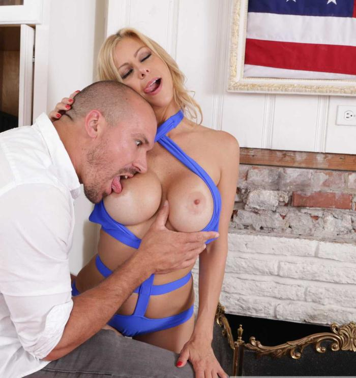 Hot Friend - Alexis Fawx - Big Fake Tits  [HD 720p]
