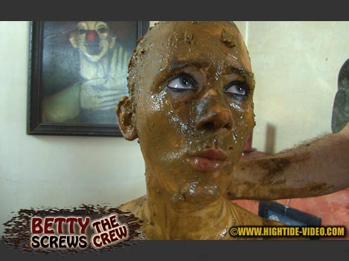 Hightide-Video - BETTY - BETTY SCREWS THE CREW [HD 720p]
