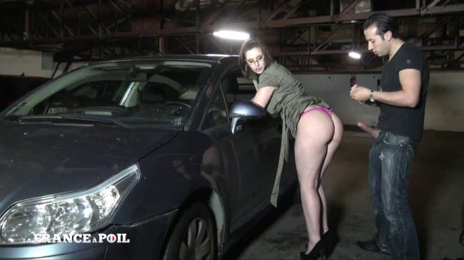 French Exclusive: Lola - Lola, une garagiste tres salope qui satisfait ses clients! (HD/2016)
