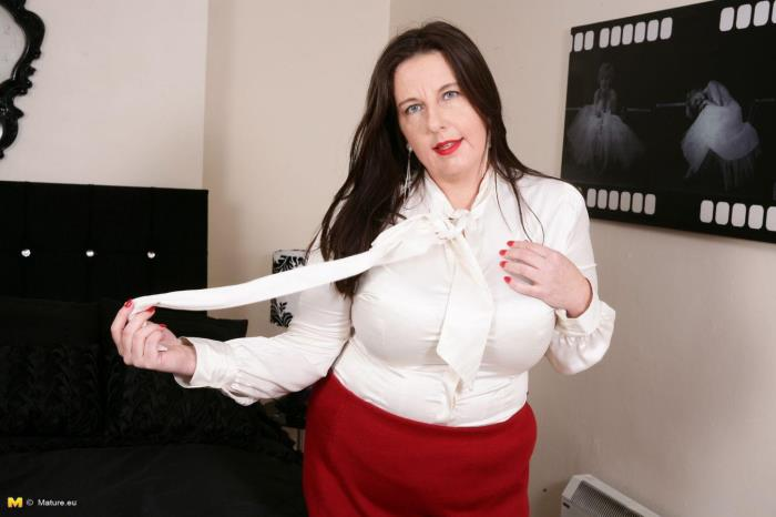 Jessica Jay (EU) (39) - British curvy housewife fingering herself [HD 720p] Mature.eu
