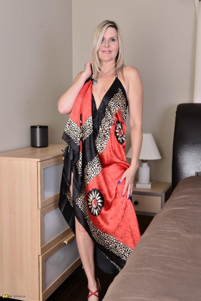 Mature.nl - Velvet Skye (48) - Canadian housewife fingering herself [HD 720p]