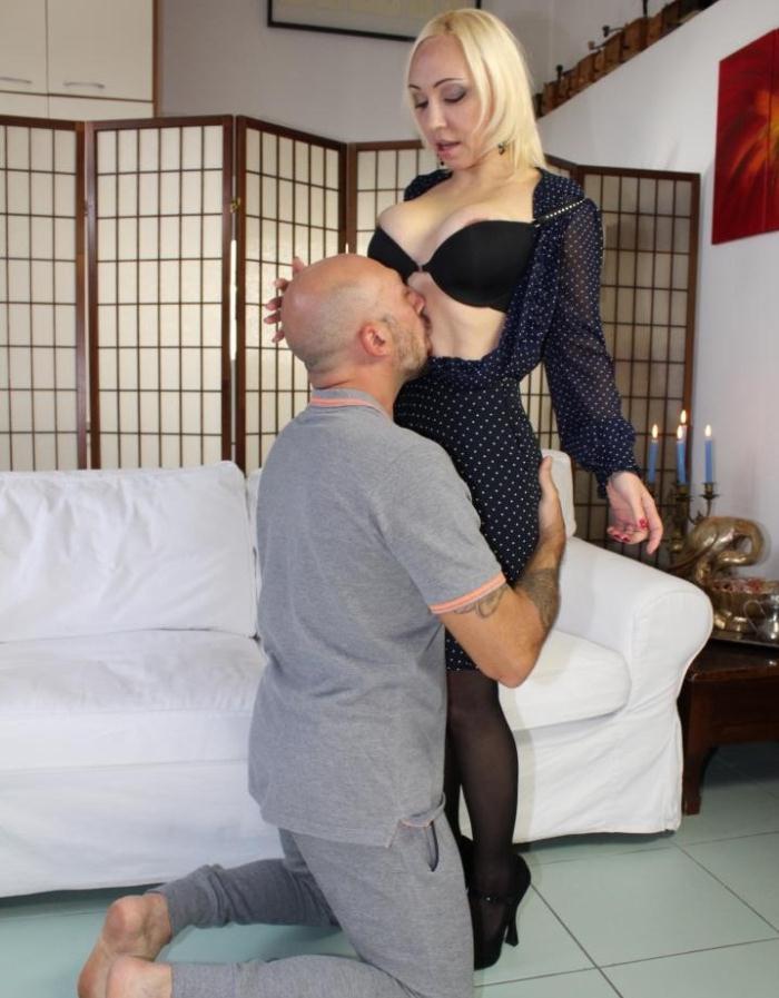 CastingAllaItaliana/PornDoePremium - Iris Hot Doll [Naughty Italian casting presents hot amateur blondie who loves ass fucking] (HD 720p)