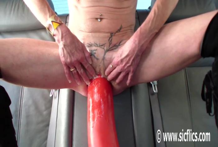 Sicflics.com - Amateur - Annas titanic dildo car ride [HD 736p]