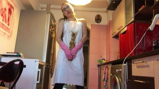 Teeen Girl - Rubber gloves and PVC apron - Solo (Scat Porn) FullHD 1080p