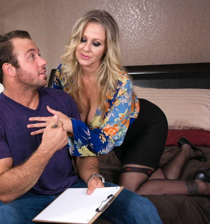 Naughtyamerica: Julia Ann - Big Fake Tits  [HD 720p]  (MILF)