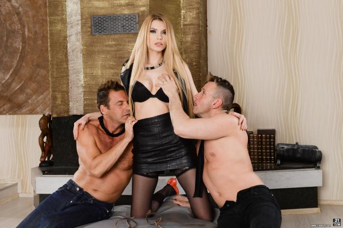 DP Porn - Karina Grand, Victor, Csoky Ice - Blindfolded To Fuck Karina  [HD 720p]