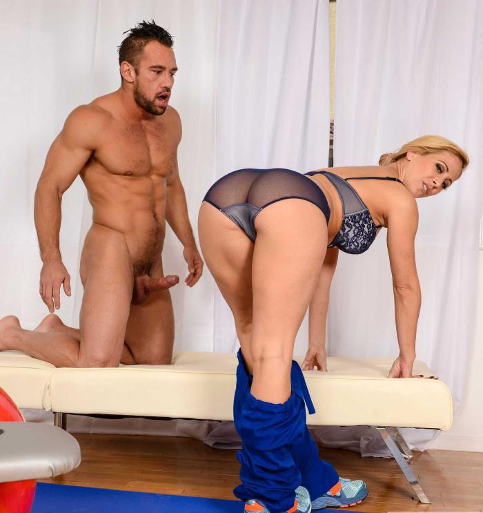 Seduced Cougar - Cherie DeVille - Big Fake Tits  [HD 720p]