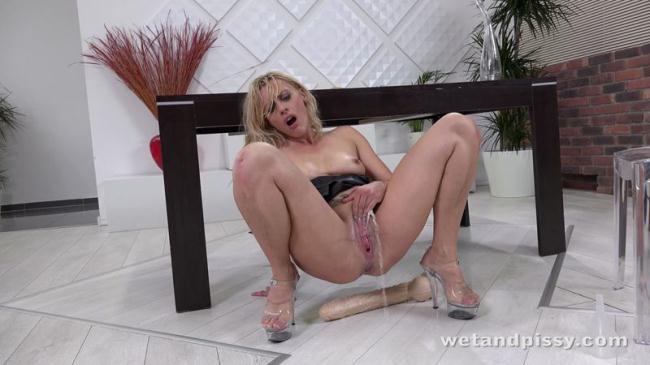 Brittany Bardot (W3t4ndP1ssy) HD 720p