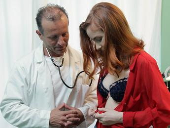 Redly aka Brianna (Petite Russian Teen Seeks Contraception / 22.07.16) [FakeHospital / SD]