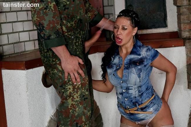 Pissing Action: Amateur - Denim Slut Gets Covered In Piss (HD/2016)