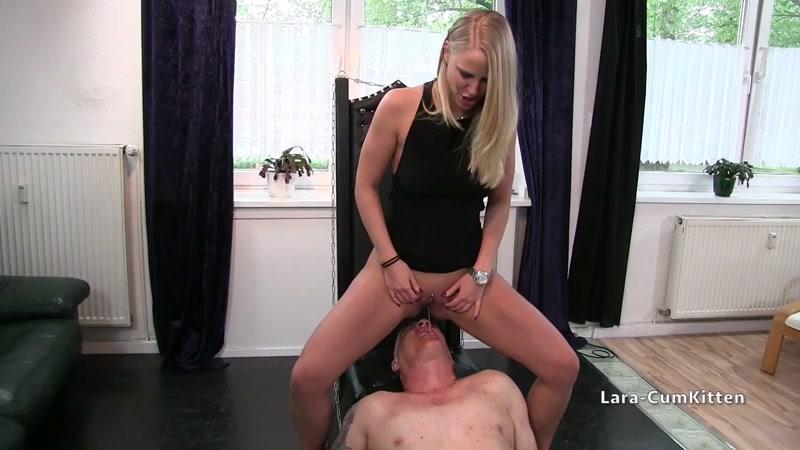 L4ra-CumKitt3n - Piss Erniedrigung - Sklave, du wirst mein Aschenbecher sein (Germany Porn) [MDH, PA / HD]