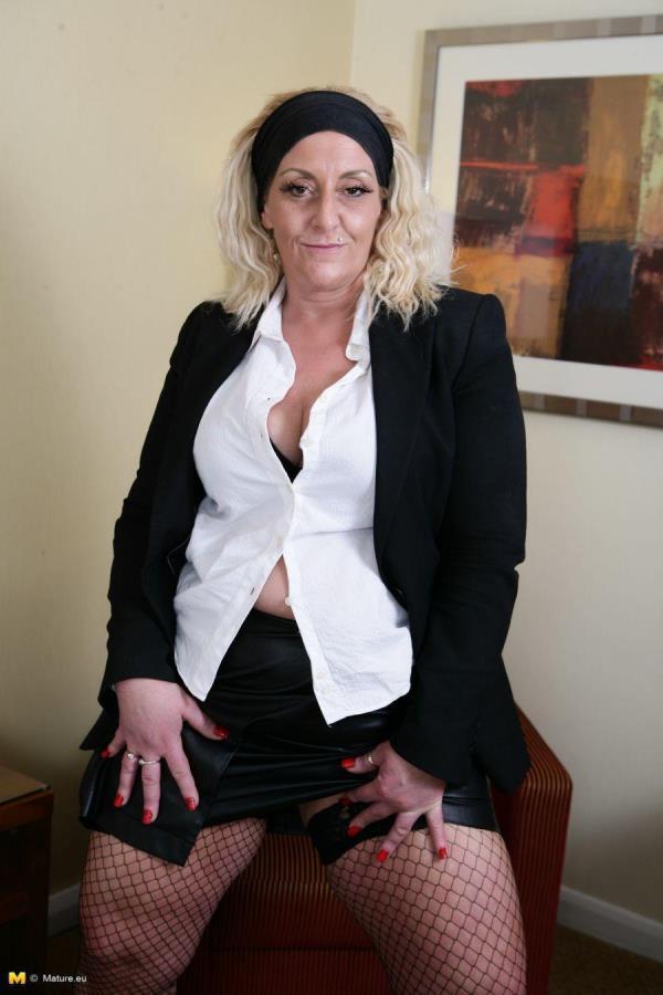 British older lady fooling around: Ddesire (EU) (45) - Mature.eu 720p