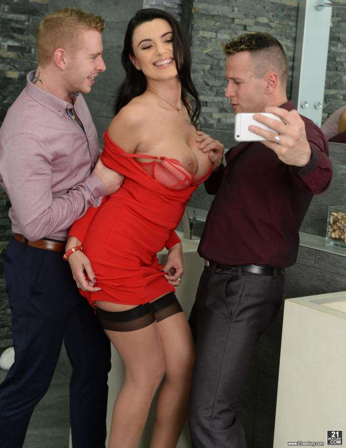 21Sextury: Ania Kinski, Csoky Ice, Chad Rockwell - Giving It Up for the Boys  [HD 720p]  (double penetration)