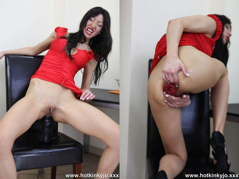 Red dress and huge black plug (Anal Fisting / 12.06.2016) [Hotkinkyjo / HD]