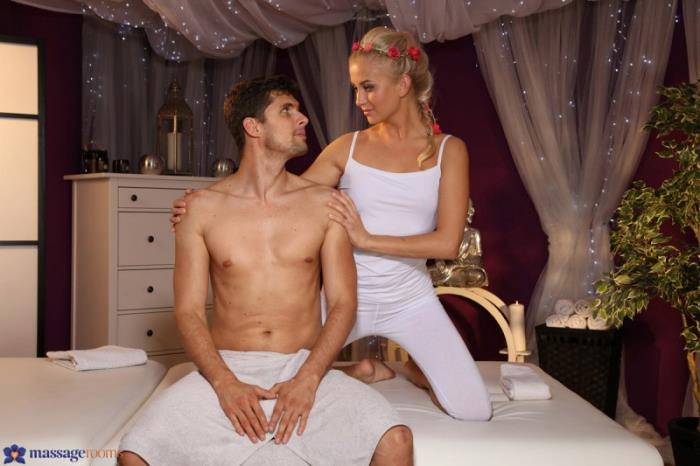 Cayla Lyons - Giving And Receiving [SD 480p] Massage Por