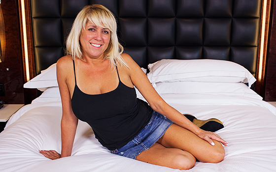MomPov - Connie - Blonde Cali GILF Goes To A New Level [SD 360p]