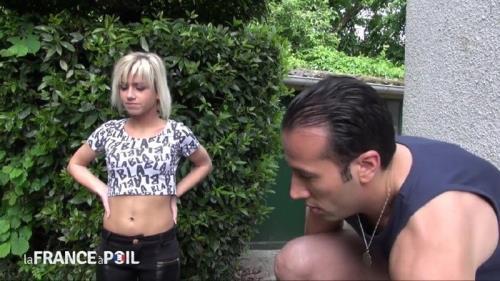 Britney - Britney recoit un chauffeur de taxi qui s improvise plombier! (2014/HD)