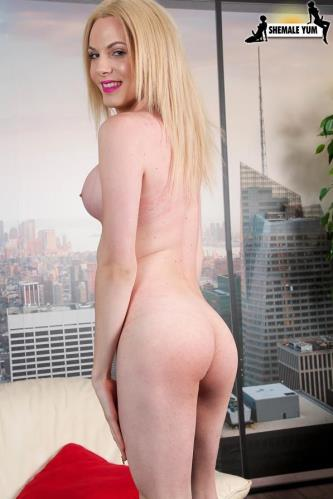 Pretty Leggy Cayla Sky! [HD, 720p] [Sh3m4l3Yum.com] - shemale
