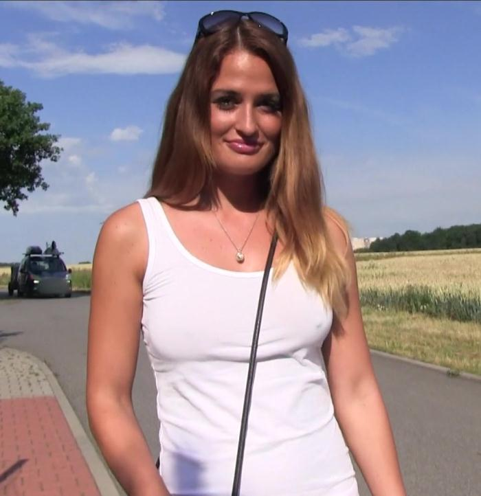 Public Casting - Yasmin Scott - Big Tits Bouncing in the Sunshine  [FullHD 1080p]